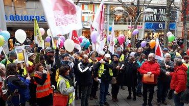 Gemeinsamer Protest von ver.di, Mitarbeiterseite der Arbeitsrechtlichen Kommission der Caritas und Diözesaner Arbeitsgemeinschaft der Mitarbeitervertretungen im Dezember 2018 in Stuttgart